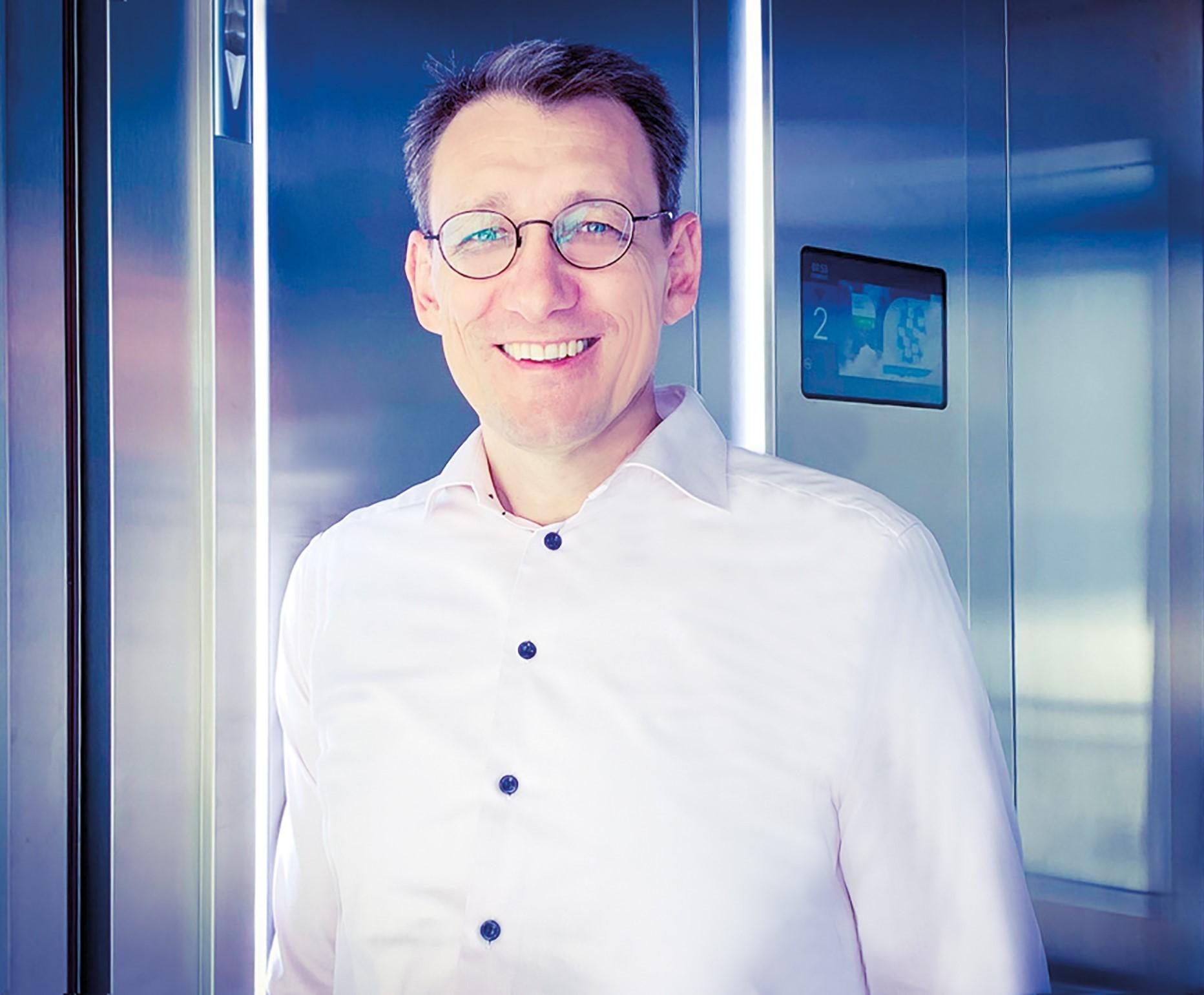 Daniel Schubert Aufzug2-2